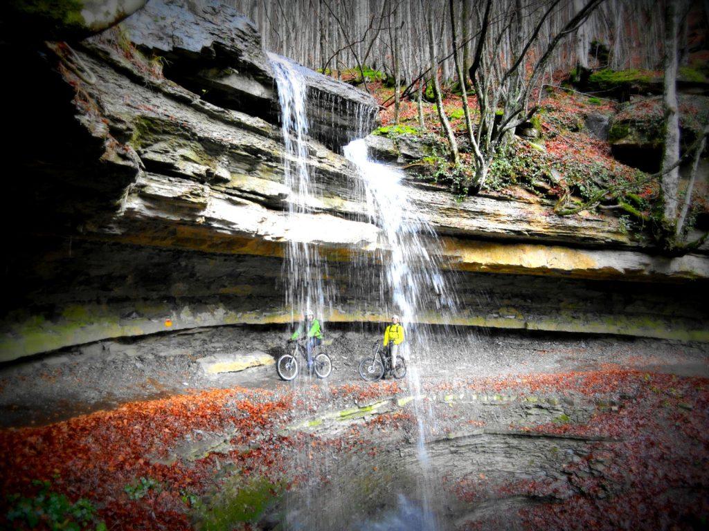 cascata dell'Abbraccio il foliage in Mugello è sorprendente