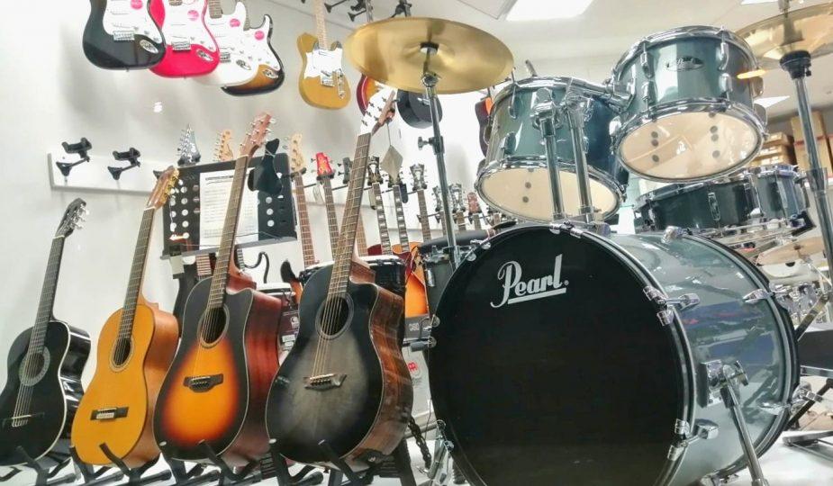 strumenti musicali a Lugo: l'esposizione di Back Corner Music Shop