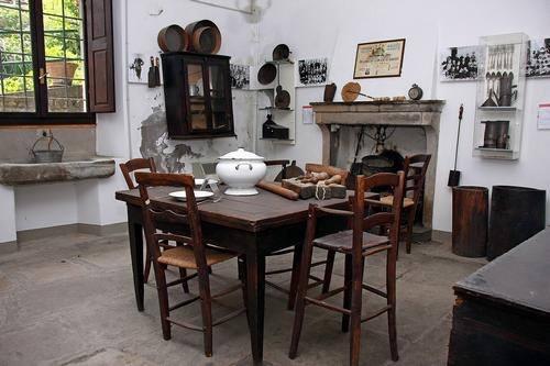 una cucina tipica che dal 1500 agli anni 50 caratterizzava le nostre campagne