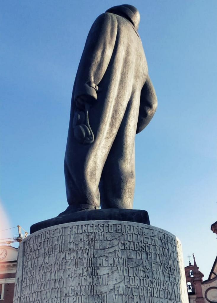 Foto di Lugo di Romagna, il monumento all' Asso degli Assi Francesco Baracca in Piazza Baracca