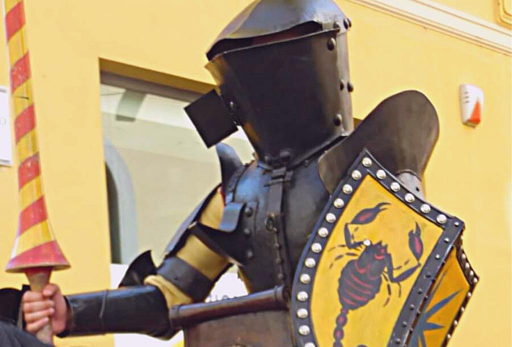 Cavaliere pronto per la giostra del Niballo, che si tiene ogni anno a Faenza