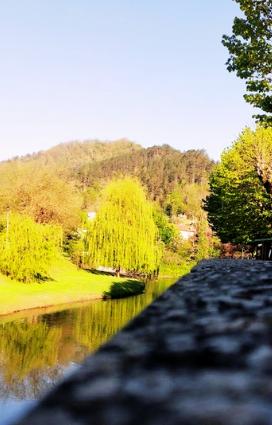 Il Senio che attraversa Palazzuolo sul Senio, l'estate a Palazzuolo sul Senio sino vacanze di cultura e arte