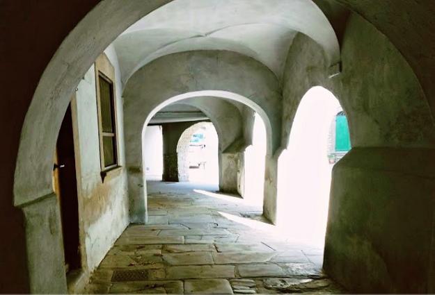 Porticato cinquecentesco del palazzo Bianconcini Strigelli a Palazzuolo sul Senio