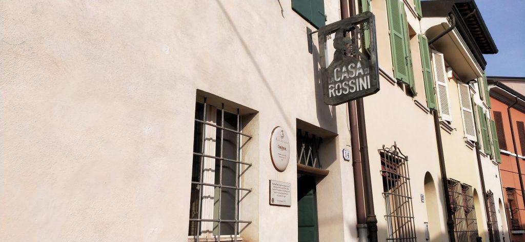 mostre in Romagna musei della bassa Romagna insegna del museo musicale più bello d'Italia Casa Rossini Lugo