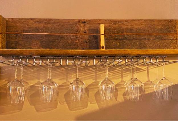 bicchieri disposti alla vineria Coramella a Brisighella