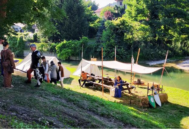 Vacanze di cultura e arte a Palazzuolo sul Senio ecco un accampamento medioevale sulle sponde del fiume Senio