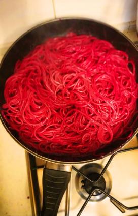 Ricetta di pasta estiva colorata spaghetti alla rapa rossa