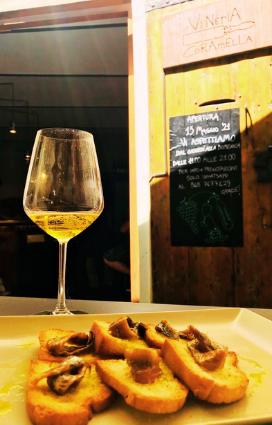 eccellenze gastronomiche di Romagna vini della vena del gesso vino naturale della vineria naturale Coramella il turismo gastronomico a Brisighella