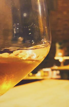 Bicchiere per degustazioni Brisighella di eccellenze gastronomiche di Romagna vini della vena del gesso vino naturale della vineria naturale Coramella