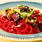 Ricetta di pasta estiva colorata gli spaghetto alla rapa rossa