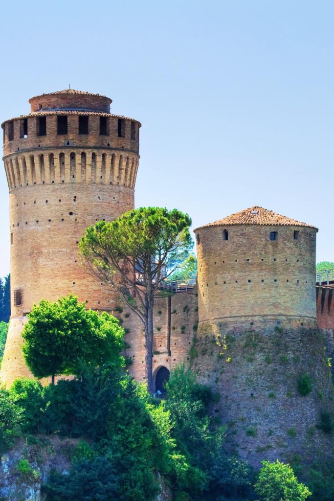 la meravigliosa Rocca dei Veneziani a Brisighella, le vacanze in Romagna sono ricche di rocche, castelli, pievi, borghi