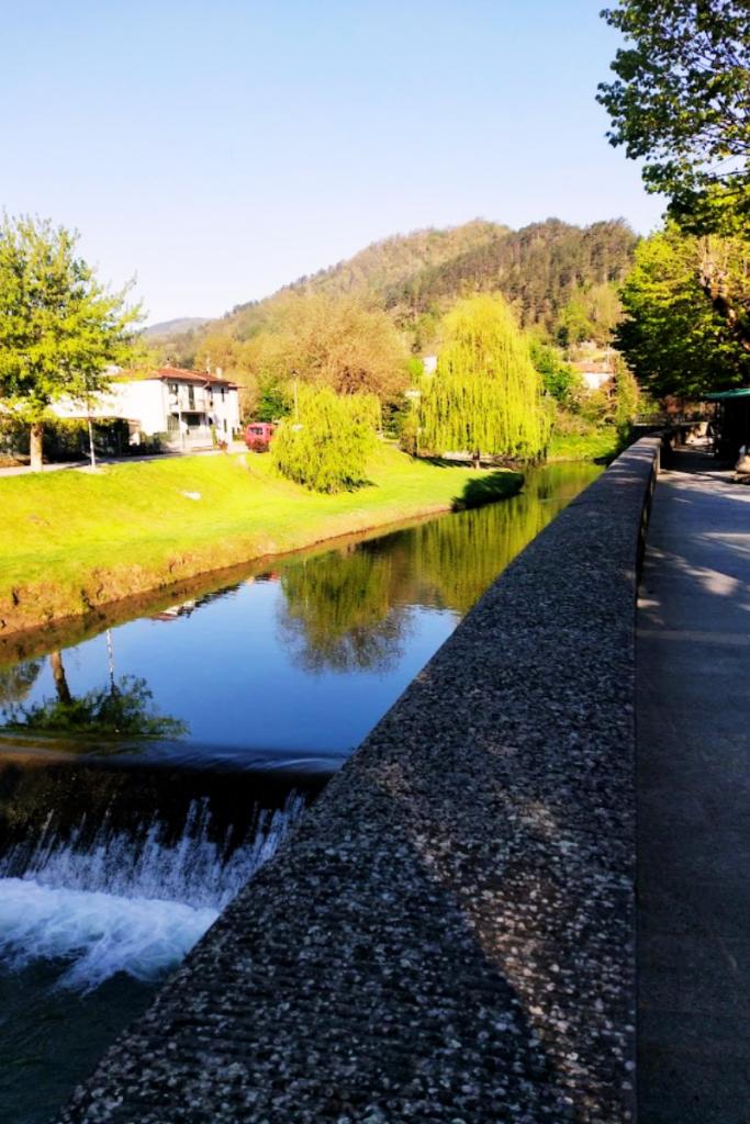 Uno scorcio del fiume Senio rubato al suggestivo borgo di Palazzuolo sul Senio, nella Romagna Toscana