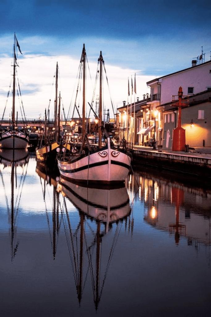 il porto canale di Cesenatico, uno degli antichi borghi marinari della Romagna tra le cose da vedere in Romagna in autunno
