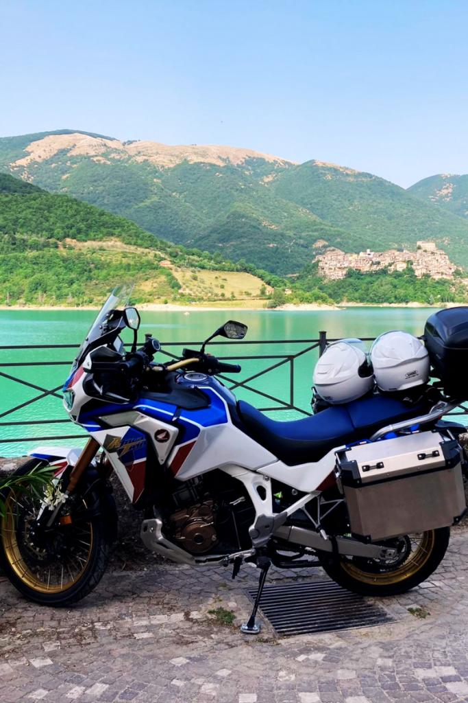 la moto di Gloria e Fabio: una Honda Africa Twin 1100 cavalli