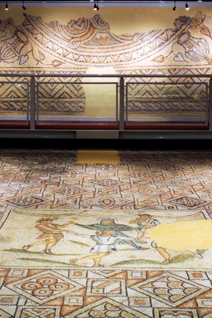 mosaici della Domus dei tappeti di pietra, Ravenna: la storia della Riviera Romagnola è antica