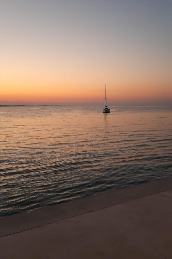 Riccione la seconda tra le città italiane più ricercate su Google nell' estate 2021 in foto il mare al tramonto