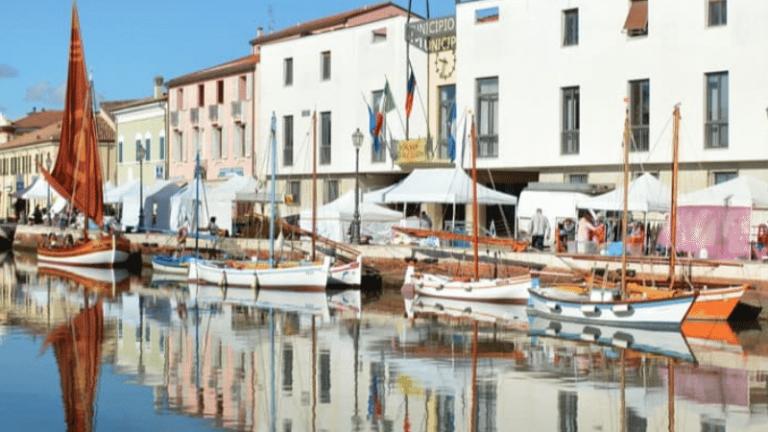 Cesenatico è una tra le prime città italiane più ricercate su Google nell' estate 2021 in foto il portocanale del museo della marineria