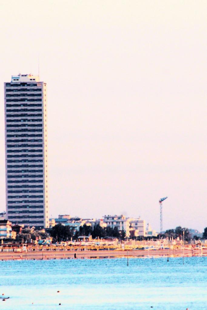 il famoso grattacielo di Cesenatico